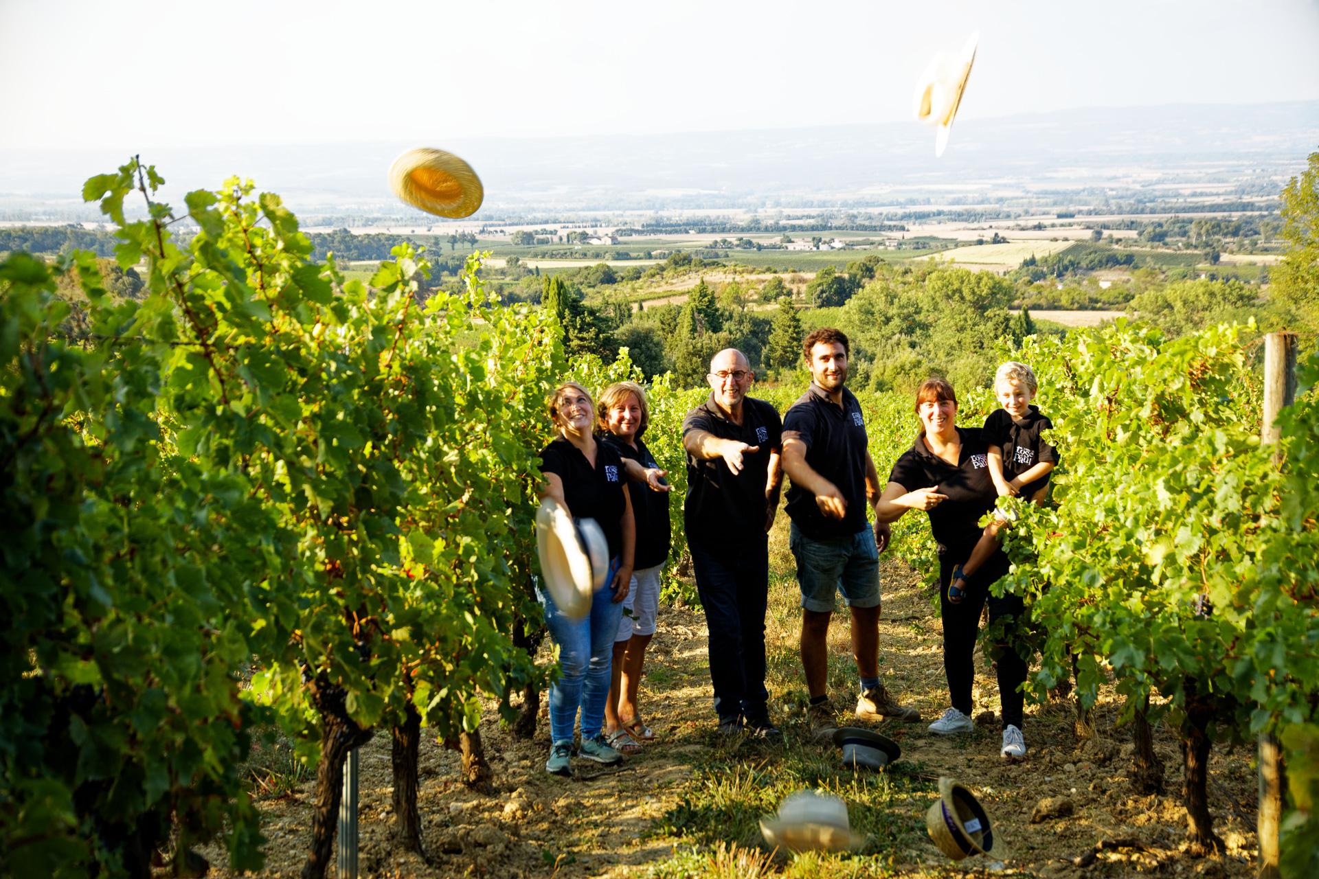 Famille Foussat dans les vignes