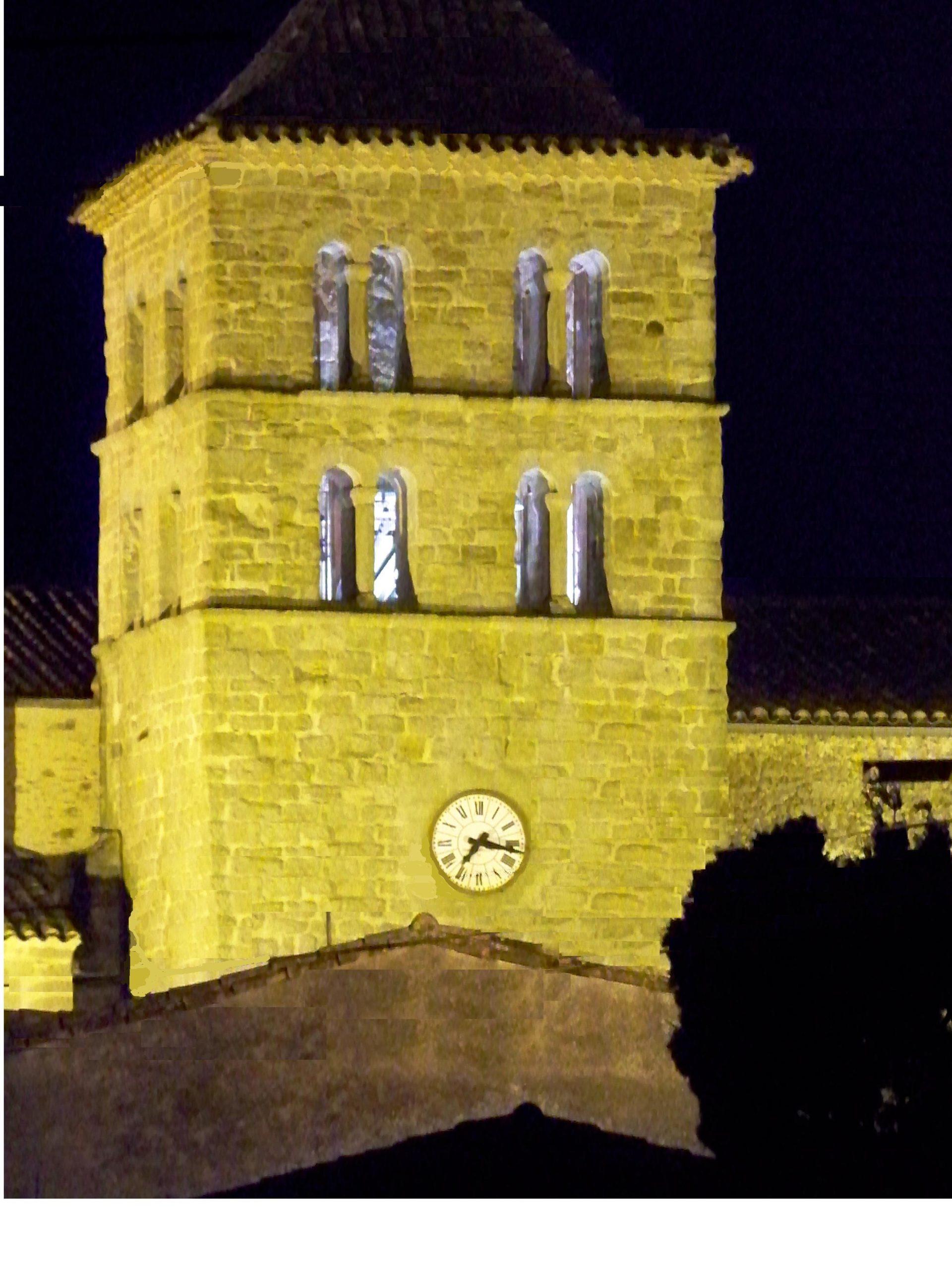 clocher de l'église de nuit