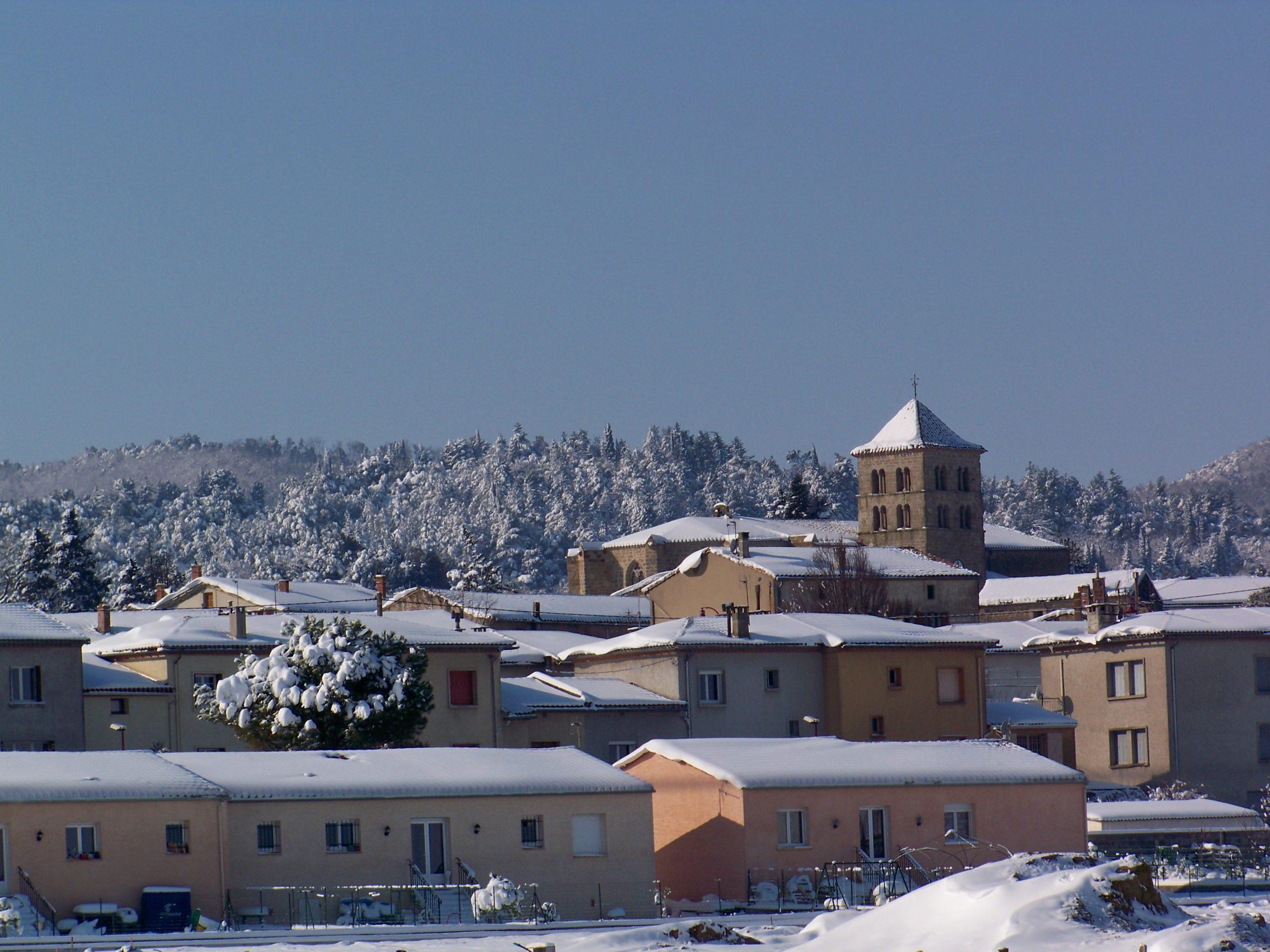 le village d'Arzens sous la neige