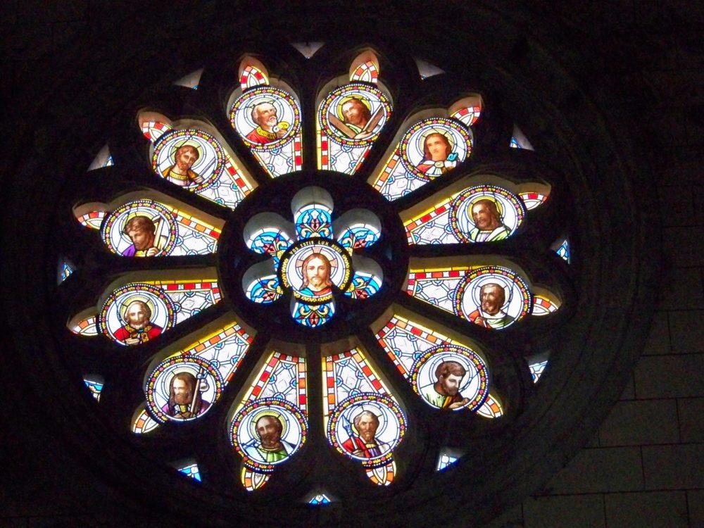 vitrail de l'église d'Arzens
