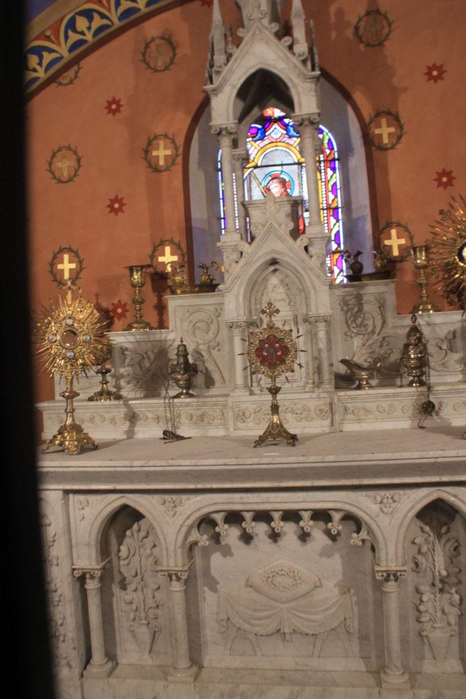autel de l'église d'Arzens
