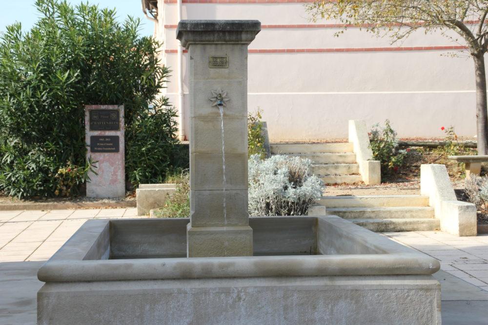 Fontaine à côté de l'école d'Arzens