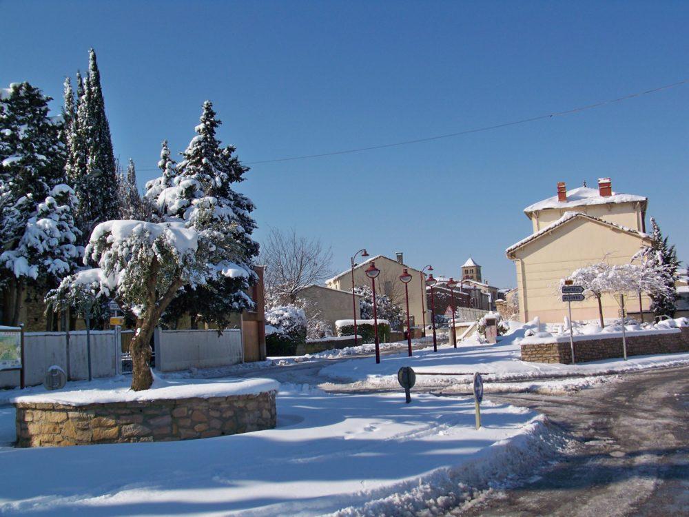 entrée d'Arzens sous la neige